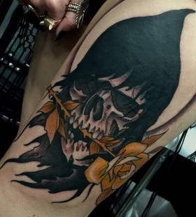 primm-yellow-flower-skull-tattoo