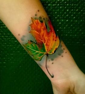 realistic-leaf-autumn-tattoo