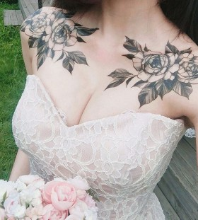 shoulder-and-collarbone-flower-tattoos
