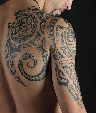 Awesome Tribal Tattoos Design On Shoulder Blade