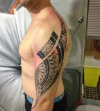 Amazing Tribal Tattoo Design on Shoulder for Men