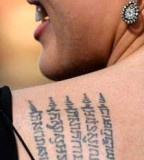 Angelina Jolie's Khmer Shoulder-Blade Tattoo (Closeup) - Celebrity Tattoos