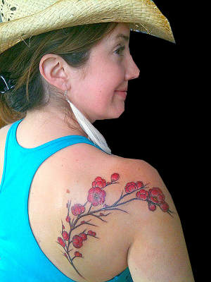 Shoulder Flower Tattoos for Cute Woman