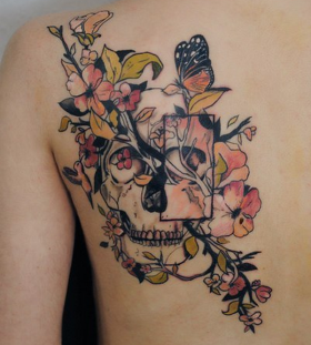 skull-and-flower-shoulder-tattoo