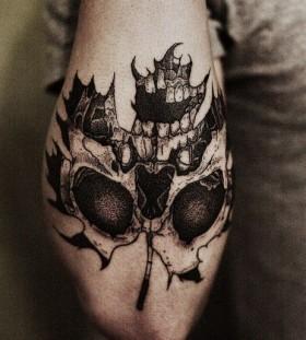 skull-on-maple-leaf-tattoo