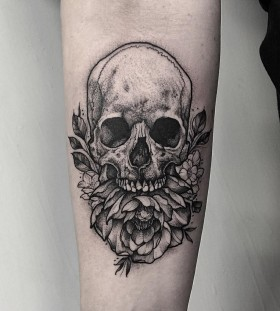 thomasbatestattoo-peony-skull-tattoo