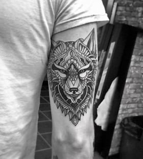 tribal-lone-wolf-tattoo