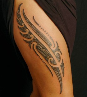 tribal thigh tattoo