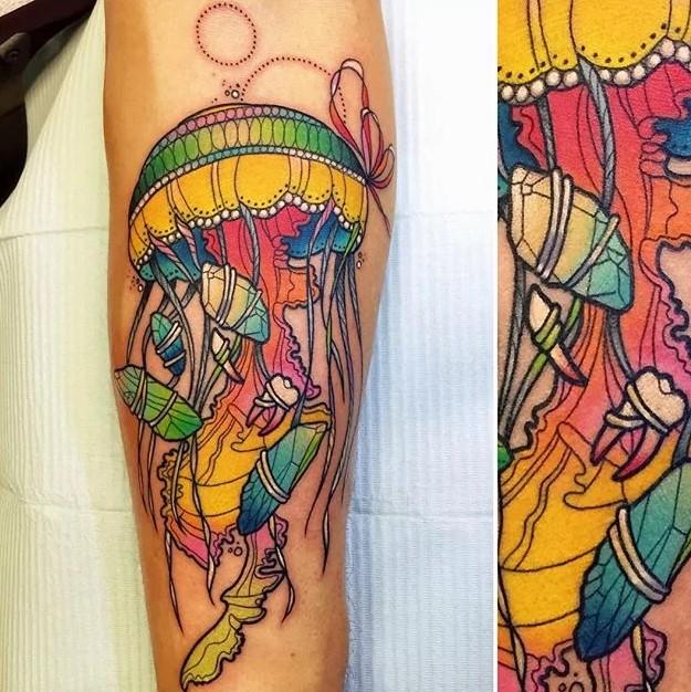 trippy jelifish tattoo