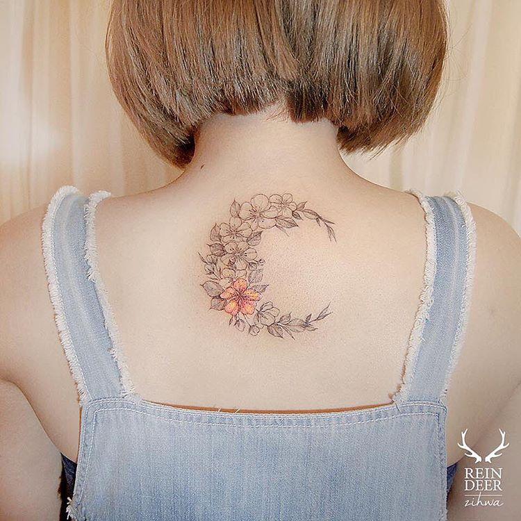 unique-neck-flower-arrangement