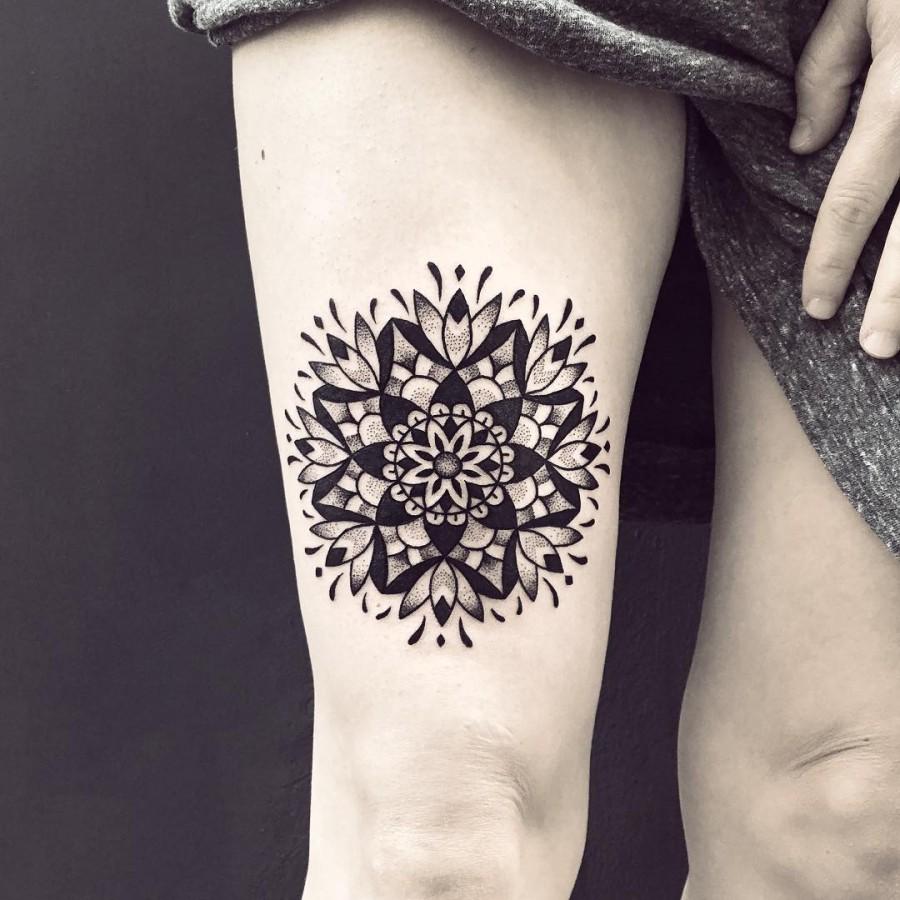violette-bleunoir-mandala-blackwork-tattoo