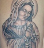 Beautiful Tattoo of the Virgin Mary Praying while Holding the Rosary